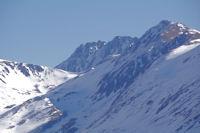La Portella de la Coma d'en Garcia, au dessus, le Puig Pedros et a droite le Cap de Llosada