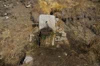 Une petite fontaine en monant a La Croix de La Solane