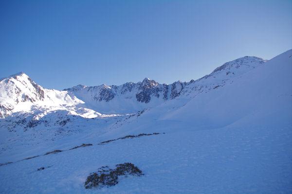 Le cirque dels Pedrons dominé par le Pic de la Mina, les Pics de Font Negra et le Pic dels Pedrons