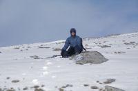 Fabrice en meditation sur les pentes du Puig de Campcardos