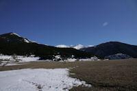 De gauche a droite, la Pica del Quer boisee, le Puigmal de Segre et le Puigmal d'Err enneiges et la Tossa d'Err boisee depuis la Serra de Llo