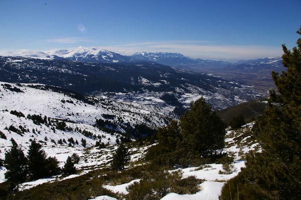 Le vallon du Riu de la Corbera depuis le Puig d_Estaques, au fond, la Cerdagne espagnole