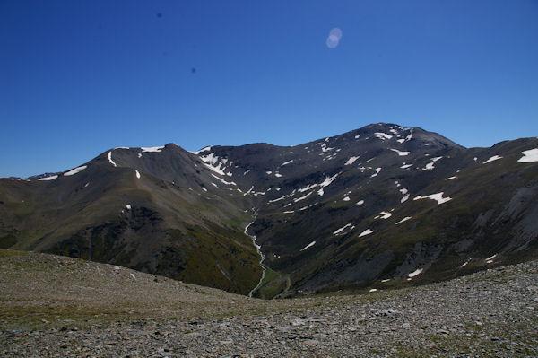 Le vallon de la Ribera d_Err et le cirque formé par le Puigmal de Llo, le Petit Puigmal de Sègre et le Puigmal d_Err depuis le Pic de Duraneu
