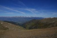Le vallon du Rec de la Coma Dolca, la Cerdagne et le massif du Carlit au fond depuis la crete frontiere menant au Puigmal d4err
