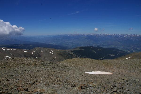 La station d_err - Puigmal, la Cerdagne Espagnole et les montagnes Andorranes au fond depuis le Puigmal d_Err