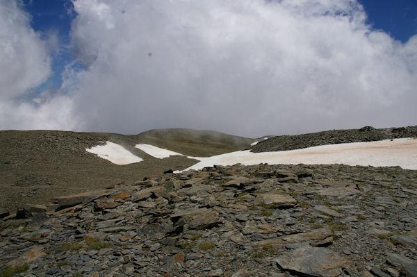 Vue au Sud du Puigmal d_Err, le coté Espagnol est dans les nuages…