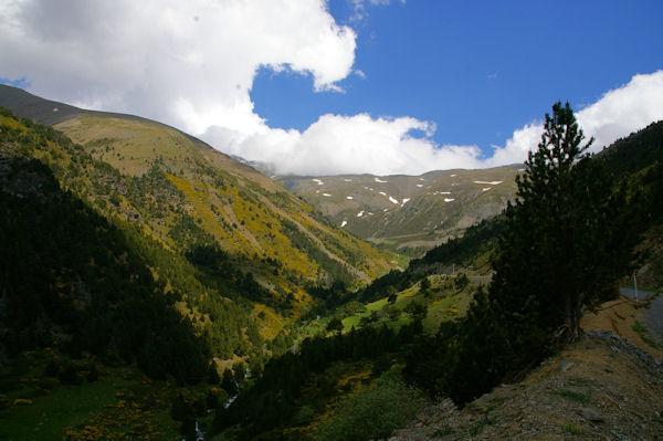 Le Sud du vallon de la Ribera d_Err dominée par la crête menant au Puigmal d_Err