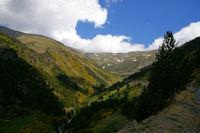 Le Sud du vallon de la Ribera d'Err dominee par la crete menant au Puigmal d'Err