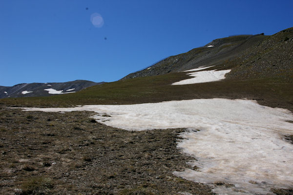Encore quelques plaques de neiges en remontant vers Els Clots de Duraneu