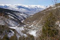 Le Rec de Dalt debouchant sur la vallee de la Cerdagne, au fond, les Pics de Font Negre