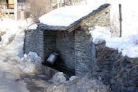 Une bouille a lait au lavage dans la fontaine de Valcebollere