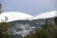 Les pentes enneigees du Pic de Duraneu et de la Tossa dels Lladres a gauche et de la Serra Gora Blanc a droite
