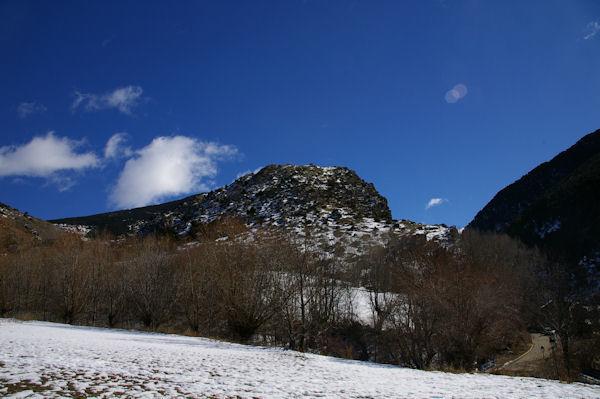 El Lladre au sommet duquel se trouve la chapelle Sant Feliu