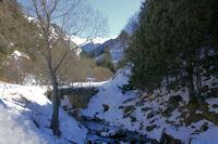 Passage rive gauche du Segre pour monter au refuge de la Culassa