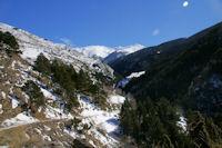 Les gorges du Segre, au fond, le Puigmal de Segre enneige