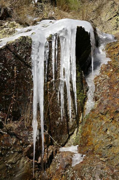 Ambiance glacière dans les gorges du Sègre