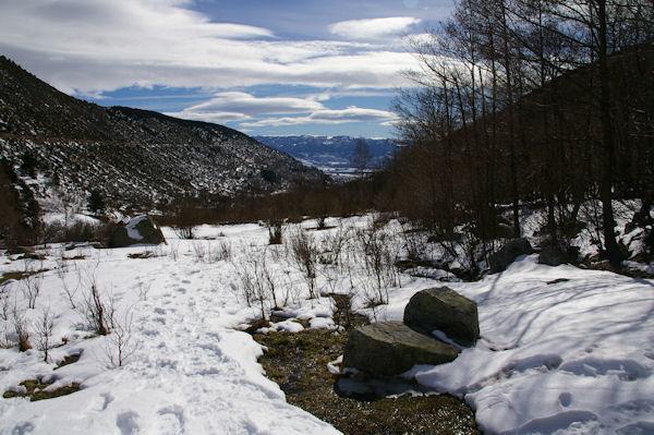 La vallée de la rivière d_Angoustrine, au fond, la Cerdagne