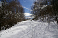 Le chemin enneige remontant a La Socarrada
