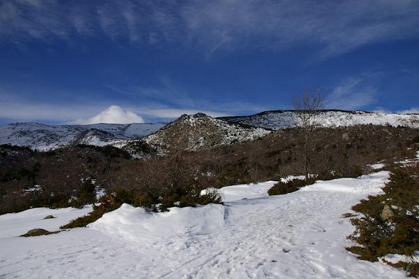 Au centre le Serrat de Castella depuis la Socarrada