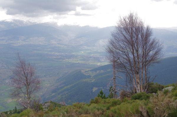L_Enclave de Llivia au soleil depuis la Serra de la Tosa