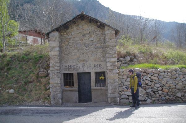 L_Oratoire St Anne sur la N20 entre Querol et Cortavassill