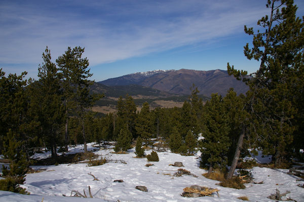 Au fond, la Llabanère depuis la montée au Puig de la Tossa