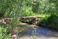 Petit pont sur le Bouguemez
