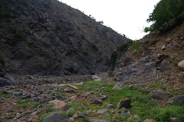 Passage rive gauche de l&#39Assif n&#39Ouarzane entre Azersfane et Ikoubline