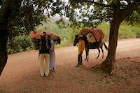 Said, le guide, Mohamed et Mohamed, les muletiers, enfin prets pour le grand depart, peu avant Tassa Wirgane