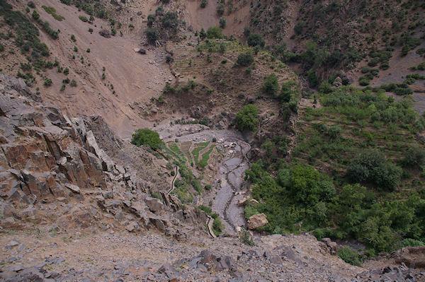 Cultures en palier au fond de la vallée d&#39Azaden peu après Tassa Wirgane