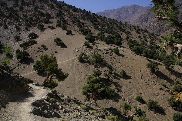 Le chemin dans la vallée d&#39Azaden entre Tizi Oussem et Azib Tamsoult