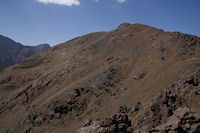 Le chemin descendant vers le refuge du Toubkal depuis le Tizi Ouguelzim