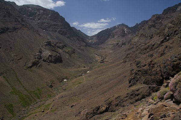 Le haut de la vallée d&#39Imlil, le Tizi n Ouagane au fond