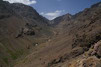 Le haut de la vallee d&#39Imlil, le Tizi n Ouagane au fond