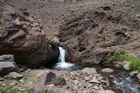 Une petite cascade sur le torrent de la vallee d'Imlil