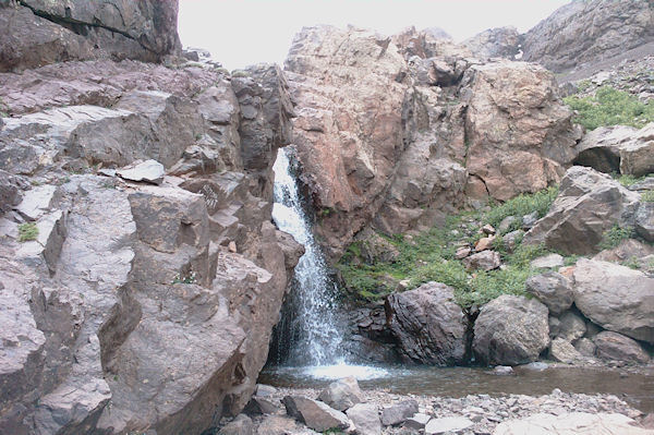La cascade juste au dessus du refuge du Toubkal