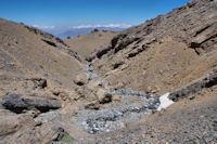 Le sentier quitte la gorge du ruisseau d'Oulilimt par la gauche