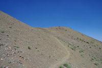 Montee au collet entre les Tizi n'Oumskiyq et Aghouri Est