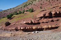Belles couleurs rouges en arrivant au reservoir d'Ait Imi