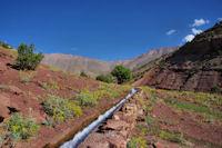 Canal d'irrigation au dessus d'ait Imi