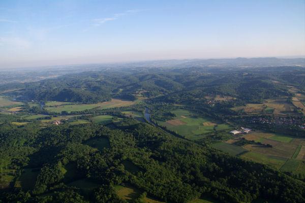 La vallée du Salat sur fond de Petites Pyrénées