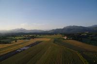 La vallee du Salat encadree par la Table des Quatre Seigneurs a droite et le Pic de Calamane a gauche