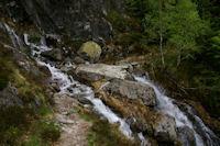 Un ruisseau descendant du Pic de Carrots a passer a gue