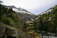 La vallee superieure de la riviere d'Ars depuis le Cap de Pich, au fond, le Pic de la Lesse, le Pic de Puntussan et le Pic Pres de Puntussan