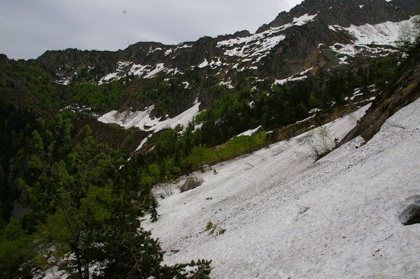Une coulée d_avalanche sous le Tuc de Lausis