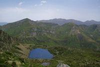 L'Etang d'Alate, le Mont Garias, le Pic de Girantes et derriere, le Pic des Trois Seigneurs