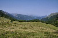 Le vallon de Coumebiere, derriere la vallee d'Aulus les Bains, en fond, le Mont Valier