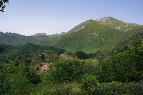 Au premier plan, le Pic des Argentières, derrière le Pic de la Côte Redon et le Pic de Girantes