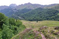 Le vallon de Coumebiere, au fond, la Pique et le Tuc de Pedrous