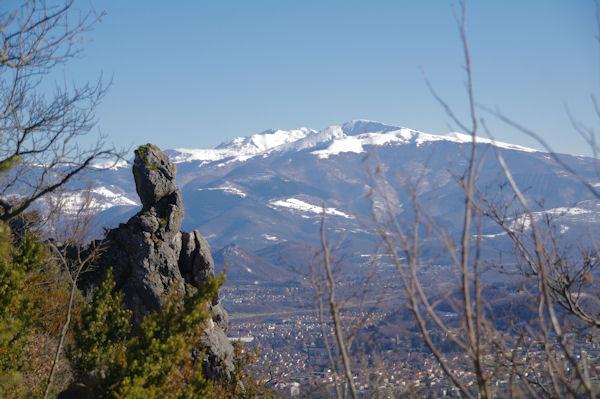 Juste avant Le Pech, derrière, le Mont Fourcat et le Pic de St Barthelémy
